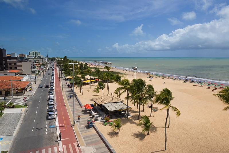 Vista da praia de Tambaú em João Pessoa