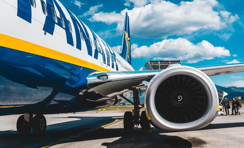 Avião em solo de companhia low cost